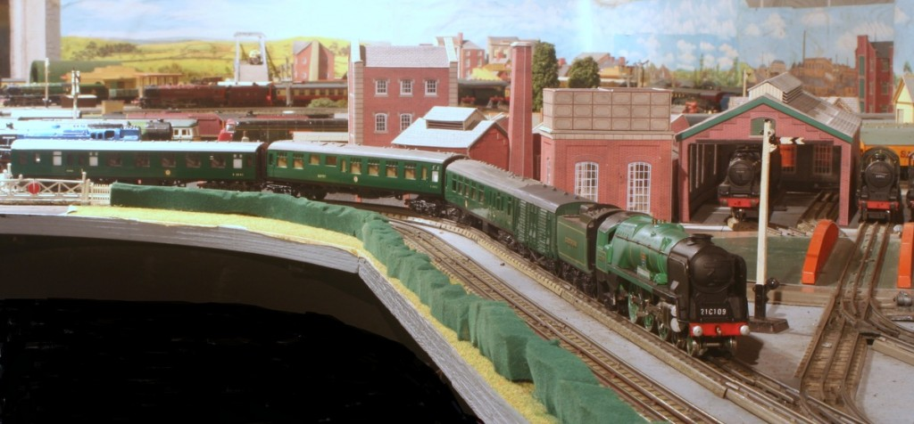 Wrenn Bulleid Pacific with Trix coaches